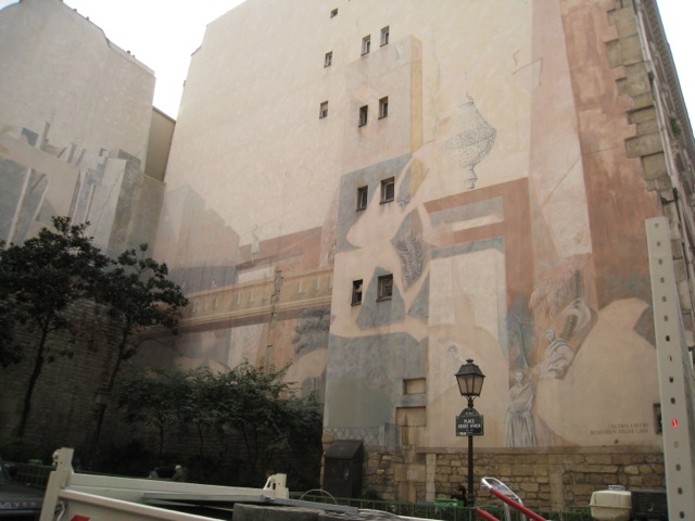 mural in Parisian redevelopment area