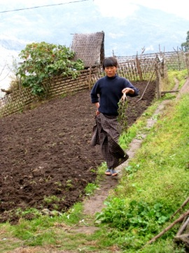 women own the land, the husband moves to her family home